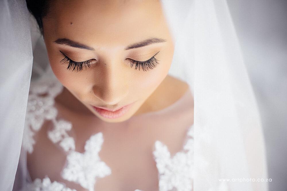 Stunning eyelashes on Bride